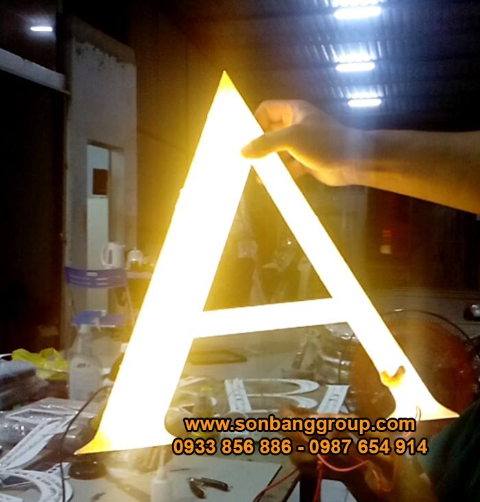 chữ nổi mica gắn đèn led