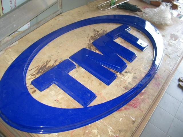 logo công ty bằng mica