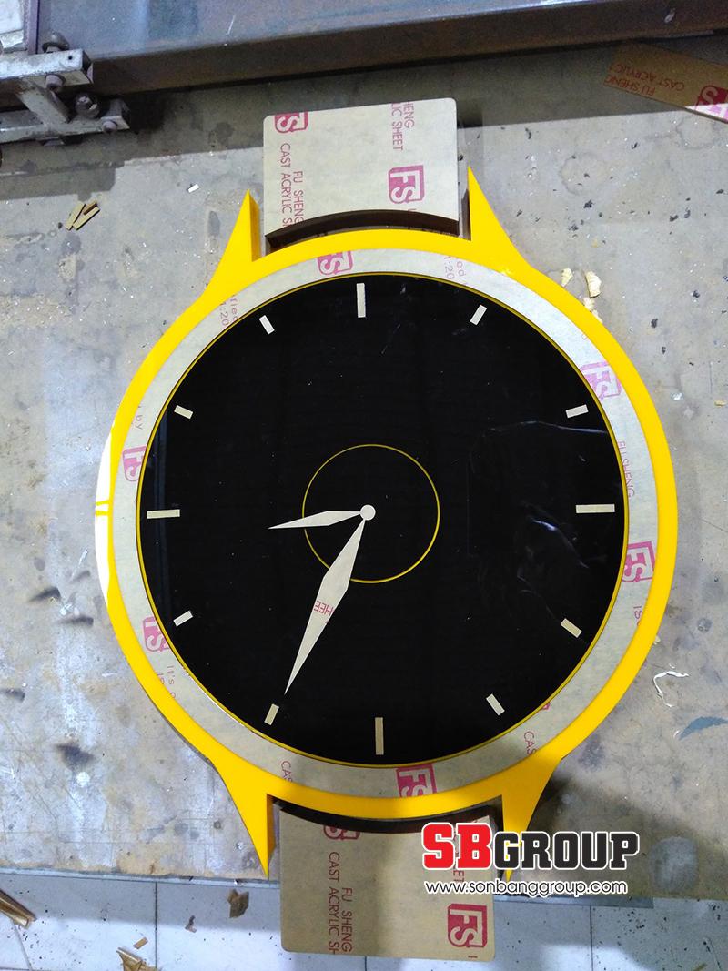 Mẫu logo đồng hồ mica đẹp dán bảng hiệu